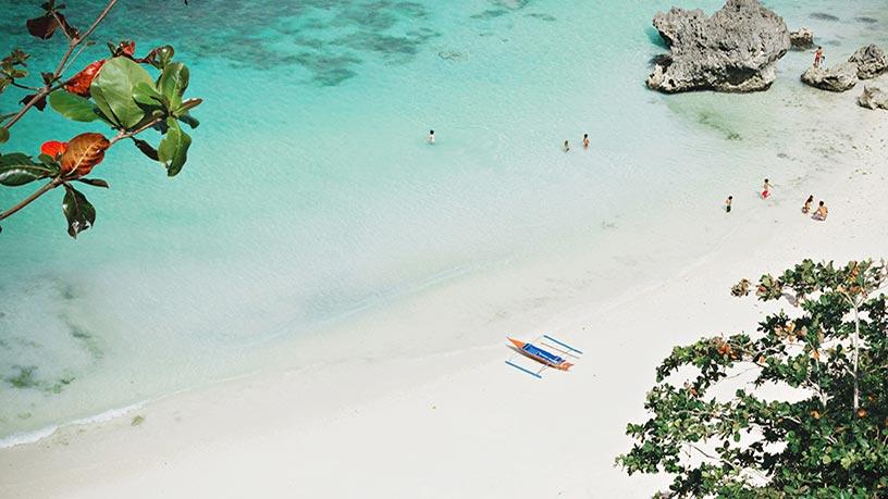 Niños jugando en el Caribe